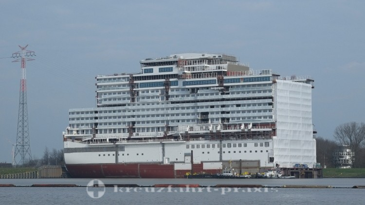 Genting Dream - Schwimmteil 1 im Papenburger Werfthafen