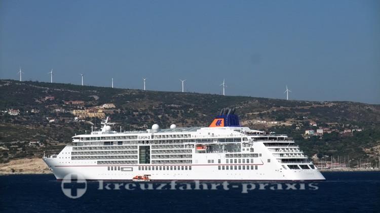MS EUROPA 2 vor Samos