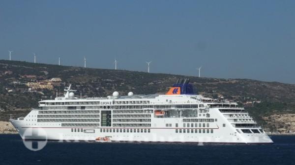Hapag Lloyd - MS Europa 2 vor Samos