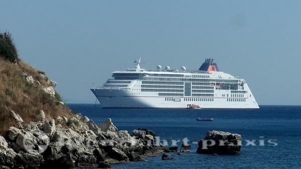 MS Europa 2 vor Samos/Griechenland