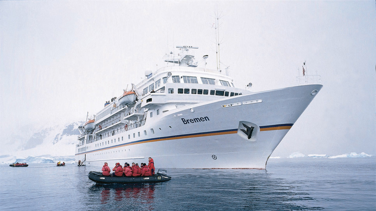 MS BREMEN im Eismeer