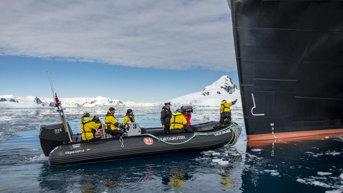 Roald Amundsen - Vorbereitungen der Taufzeremonie