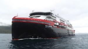 Hurtigruten - Hybridschiff Roald Amundsen startet zur Jungfernfahrt
