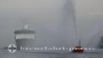 Legend of the Seas - Begrüßung durch ein Feuerlöschboot