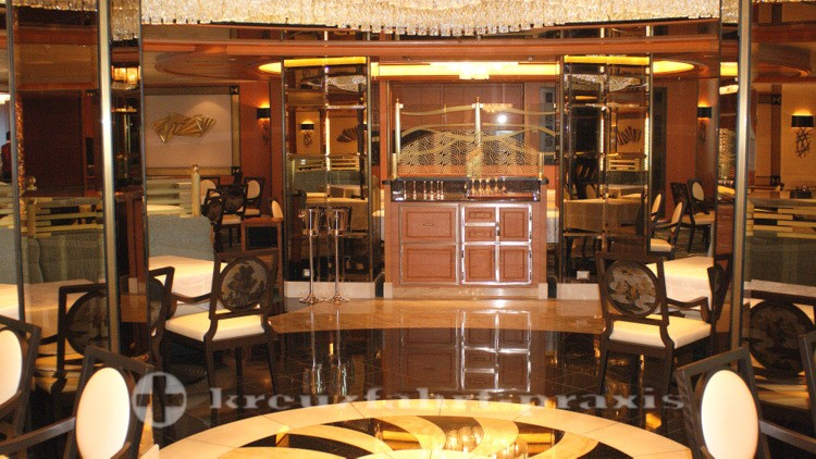 Majestic Princess - Symphony Dining Room