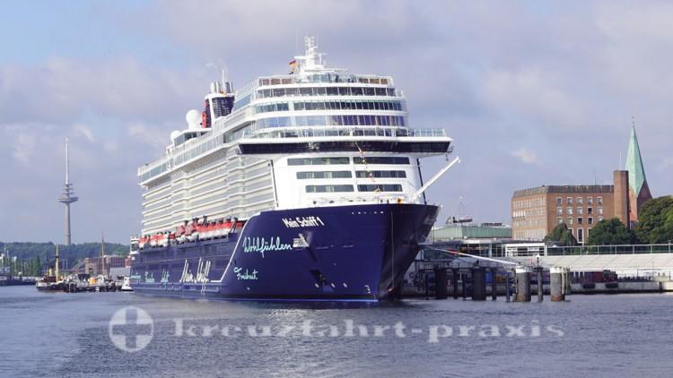 Neue Mein Schiff 1 - Kiel-Ostseekai
