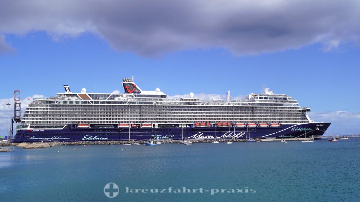 Mein Schiff 2 im Hafen von Puerto del Rosario