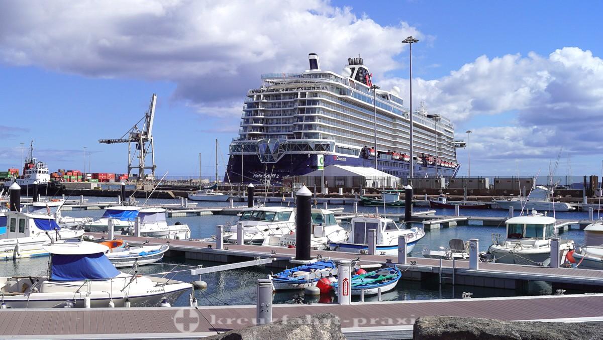 Mein Schiff 2 im Hafen von Puerto del Rosario / Fuerteventura