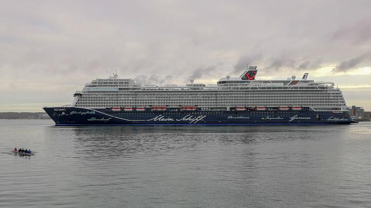 Hafen Kiel: letzter Feinschliff für Mein Schiff 2 NEU