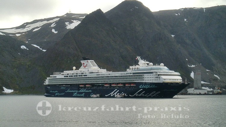 Mein Schiff 2 vor Honningsvag/Nordkap