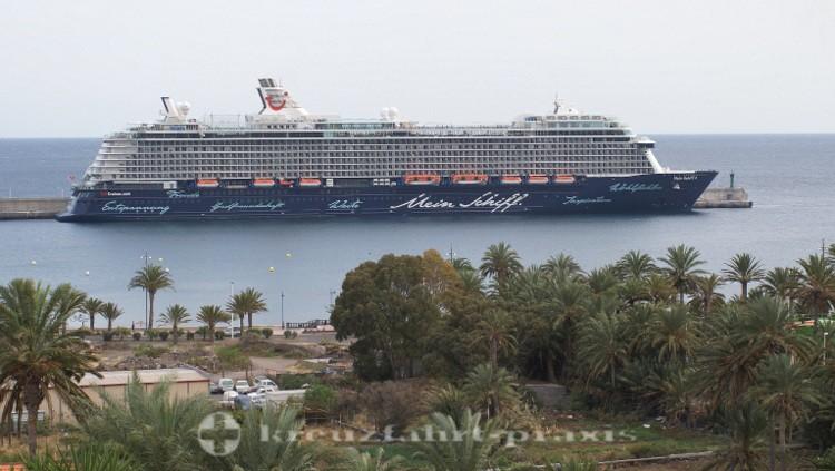 Mein Schiff 4 im Hafen von San Sebastian/La Gomera