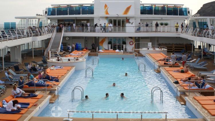 Mein Schiff 4 - Außenschwimmbecken