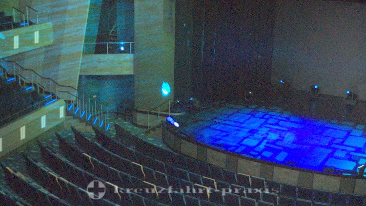 Mein Schiff 4 - Ränge des Theaters und Bühne