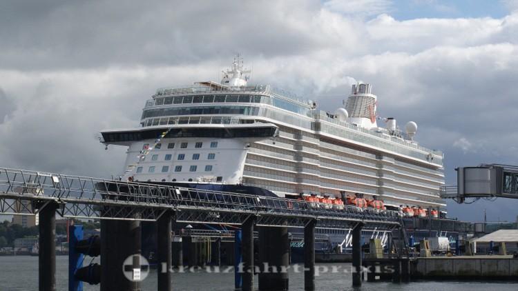Mein Schiff 5 in Kiel noch ungetauft