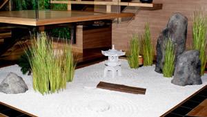 Ein Kiesbeet darf im Hanami by TIM RAUE – Restaurant nicht fehlen