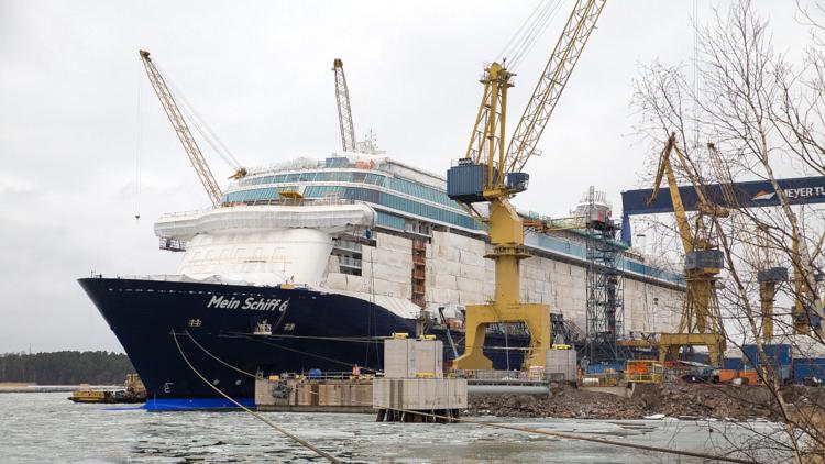 Mein Schiff 6 - Aufgeschwommen und am Ausrüstungskai