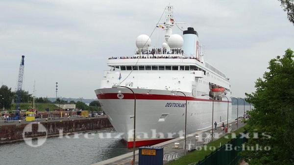MS Deutschland - Holtenauer Schleuse Kiel