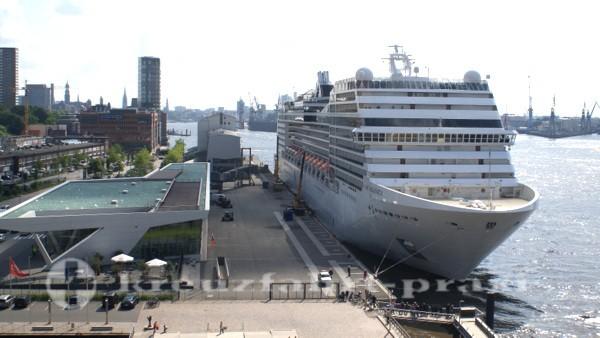 Terminal Hamburg-Altona mit MSC Magnifica
