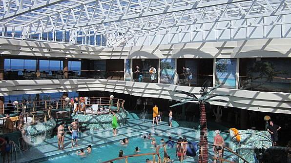 MSC Splendida - Gedeckter Poolbereich