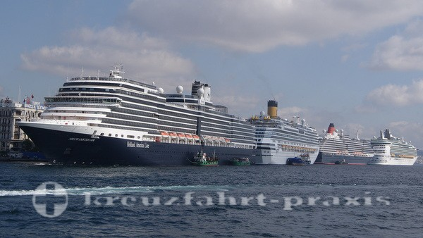 Holland America Line - Nieuw Amsterdam in Istanbul