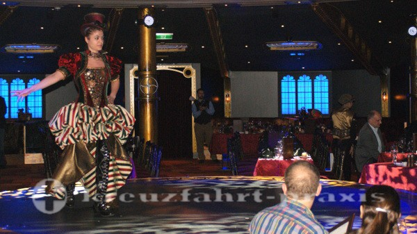 Norwegian Getaway - Phantasievolle Outfits im Illusionarium