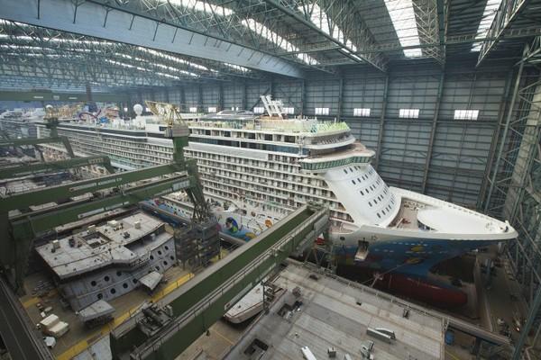 Norwegian Breakaway im Baudock der Meyer Werft