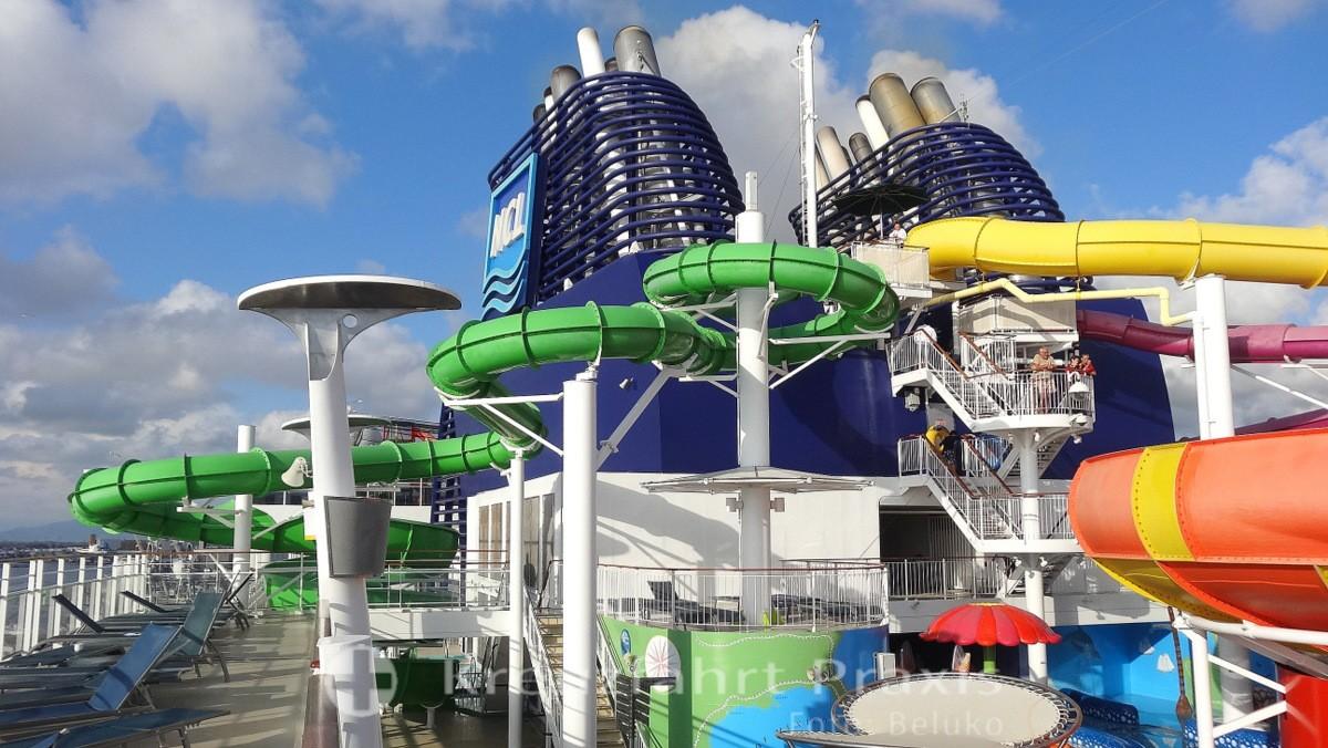 Norwegian Epic - Aquapark's tube slides