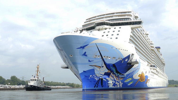 Norwegian Escape - Beim Ausdocken in Papenburg