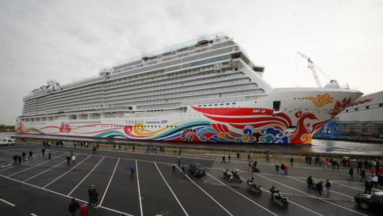 Norwegian Joy am Werft-Pier