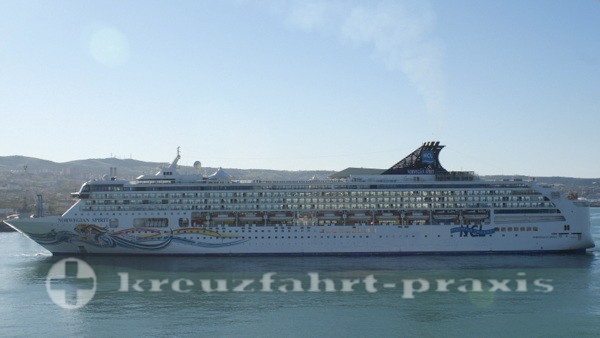 Norwegian Spirit im Hafen von Civitavecchia