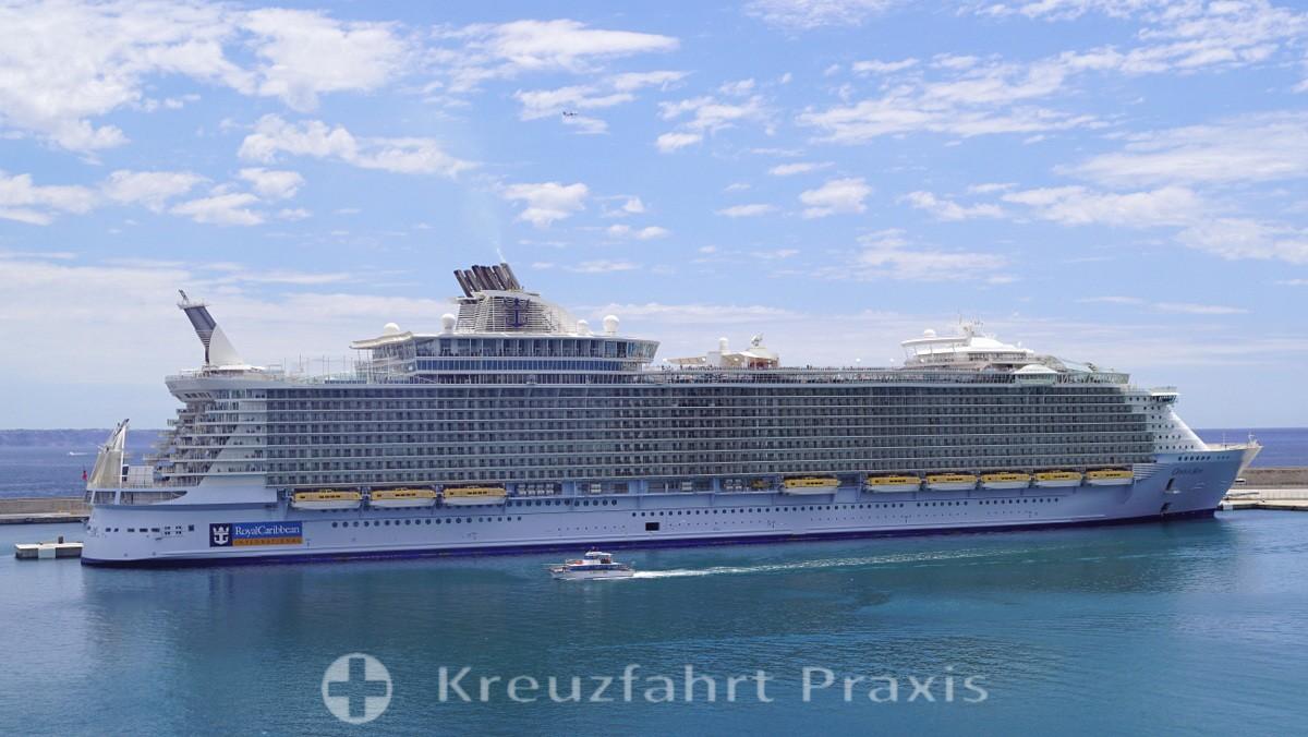 Oasis of the Seas - eines der großen Schiffe in Palma