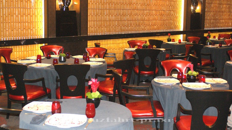 Tables and wall decorations in the Red Ginger