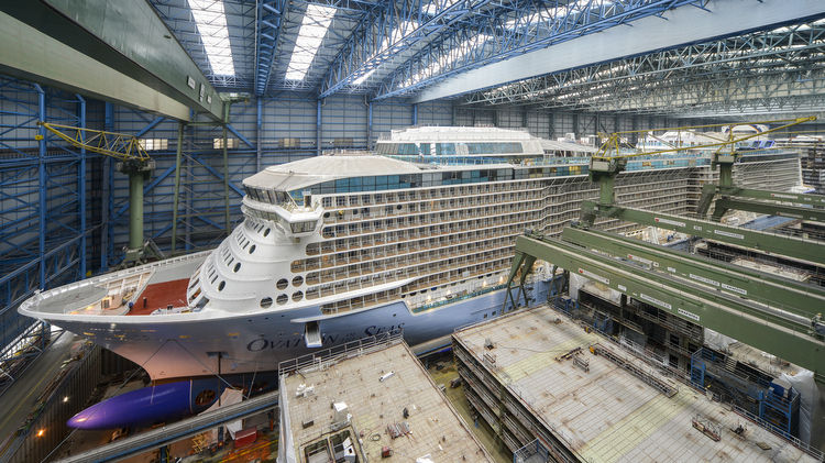 Ovation of the Seas im Baudock der Meyer Werft