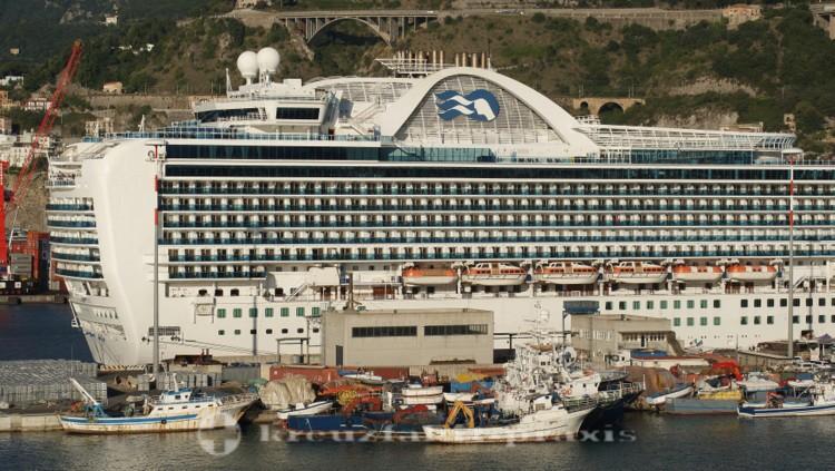 Emerald Princess im Hafen von Salerno