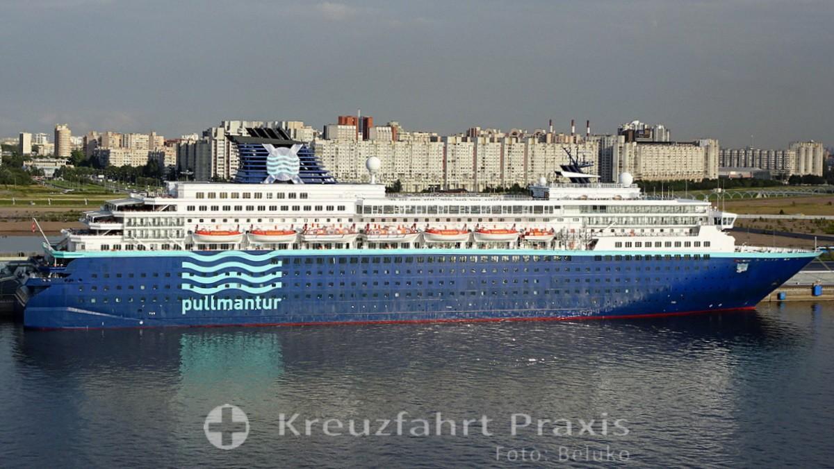 Pullmantur-Kreuzfahrtschiff Zenith in St. Petersburg