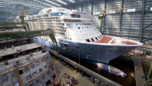 Quantum of the Seas im Baudock ll vor dem Ausdocken