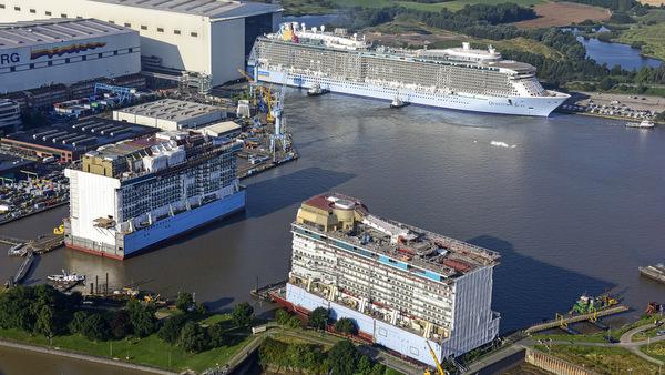 Quantum of the Seas im Werfthafen der Meyer Werft