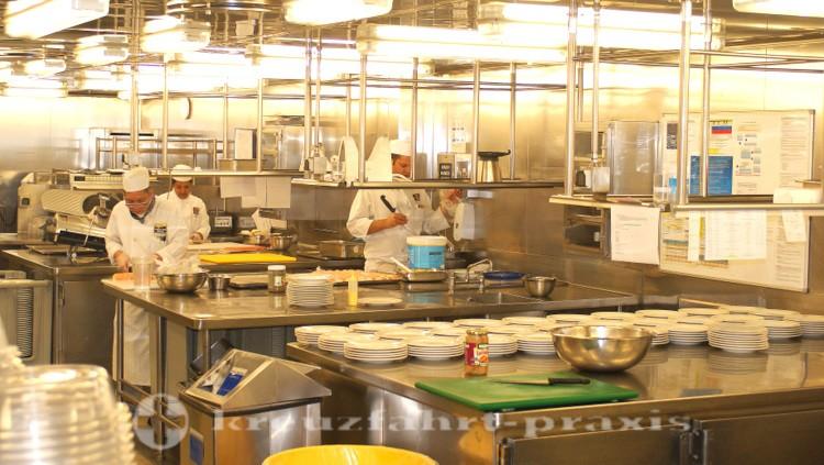Queen Mary 2 - Küche des Britannia Restaurants - Kalte Speisen