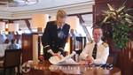 Queen Mary 2 - Bibliothek - Signierstunde des Kapitäns
