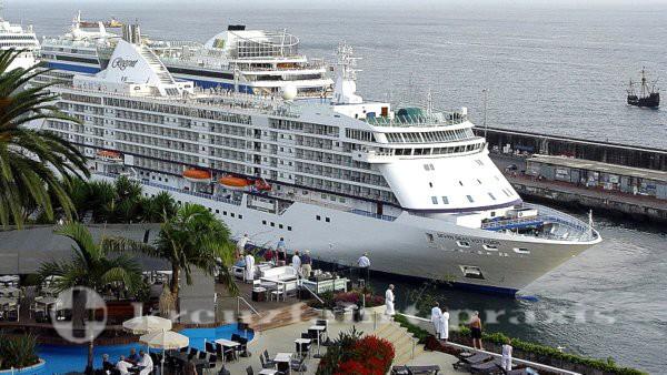 Seven Seas Voyager im Hafen von Funchal