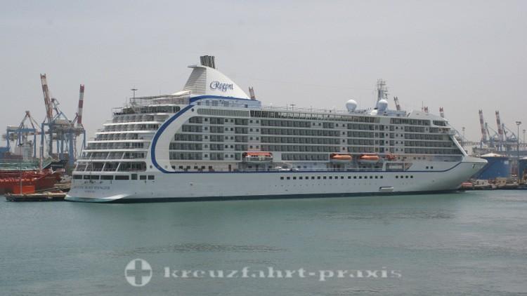 Regent Seven Seas Voyager im Hafen von Haifa/Israel