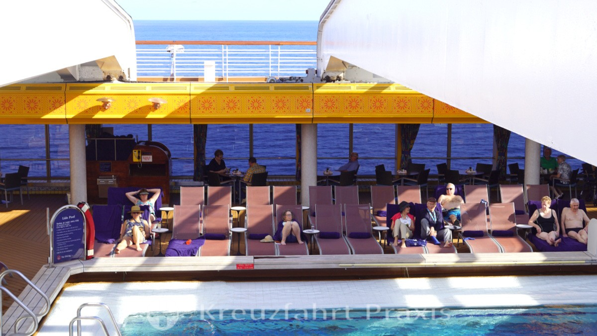 MS Rotterdam - perfekt ausgerichtete Liegen am Lido Pool