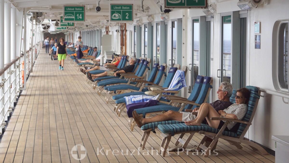 MS Rotterdam - Promenadendeck mit den Lanai Kabinen