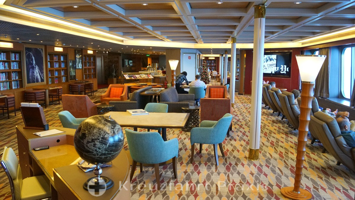 The extensive library of the MS Rotterdam