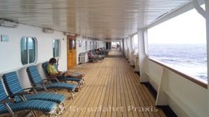 MS Rotterdam - das umlaufende Promenadendeck