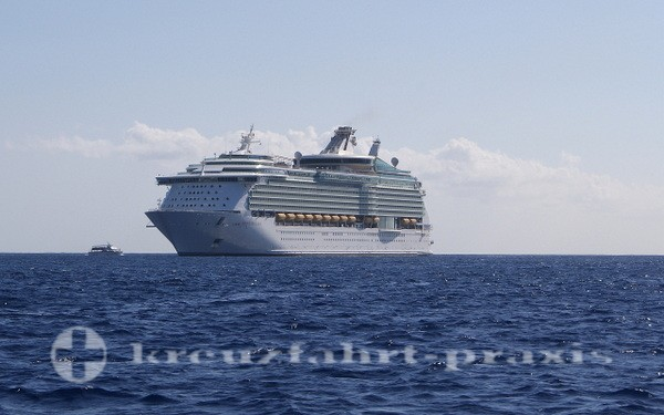 Navigator of the Seas vor Grand Cayman