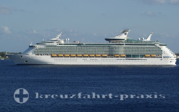 Navigator of the Seas vor Grand Cayman
