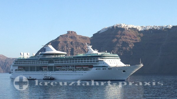 Legend of the Seas vor Santorin
