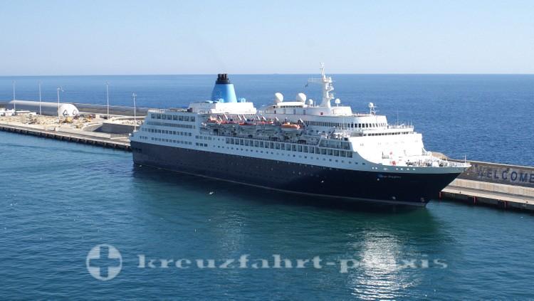 Saga Sapphire im Hafen von Civitavecchia