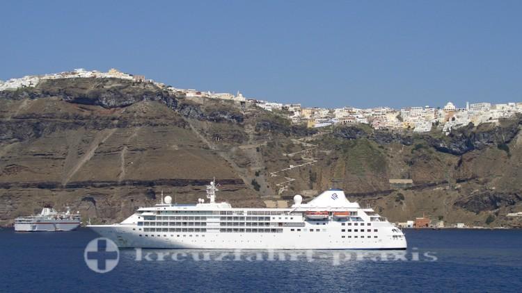 Silversea Cruises - Silver Cloud vor Santorin